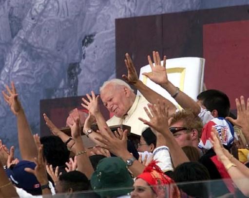 Svätý Otec Ján Pavol II s mladými na Svetových dňoch mládeže 2000 v Ríme.