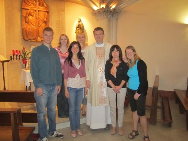 Komorná sv. omša v slovenčine celebrovaná o. Pavlom Nogom v Bazilike Panny Márie Zázračnej v Madride.
