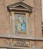 Ján Pavol II. miloval Matku Božiu. Po atentáte na Námestí sv. Petra si vyžiadal, aby bol jej obraz na tomto mieste viditeľne umiestnený.