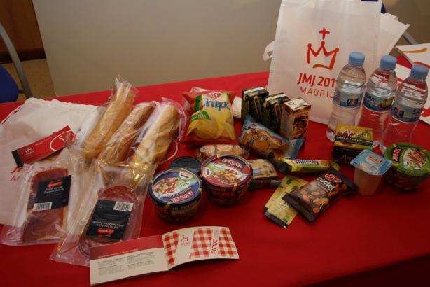 Tieto produkty bude obsahovať štandartný stravný balíček pre pútnika SDM11 na letisku Cuatro Vientos.