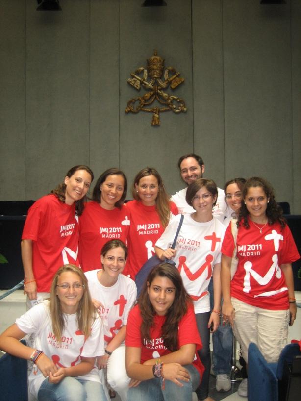 Skupina dobrovoľníkov v Tlačovej kancelárii Vatikánu.